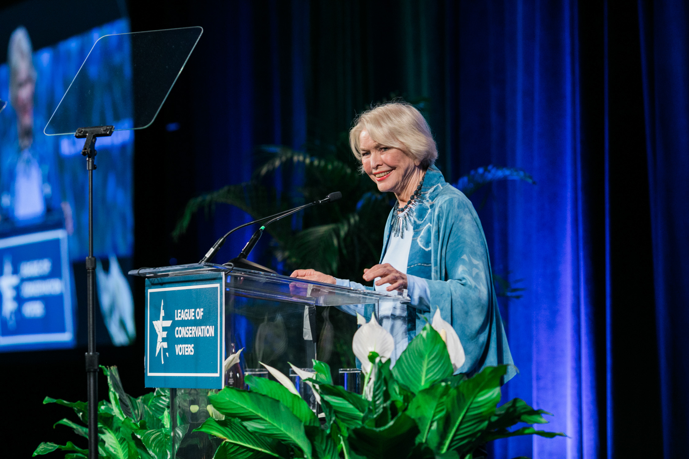 image of Ellyn Burstyn speaking at the League of Conservation Voters Capital Dinner in Washington DC